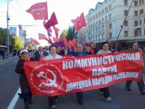 В праздничном марше по центральной улице Донецка