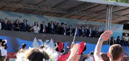 Руководители ДНР и зарубежные гости на праздничной трибуне