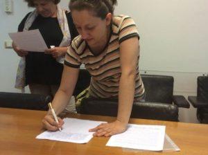 Коммунистка, Депутат Европарламента Элеонора Форенца подписывает воззвание к Правительствам Европейских стран с призывом признать право народа Донбасса на самоопределение.