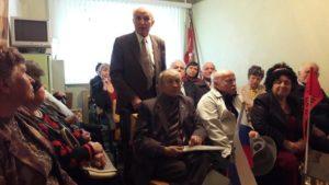 Выступает секретарь Ольховатской партийной организации Благушин Ф.И., учитель-директор школы с 50- летним стажем, руководитель школьного музея Славы.