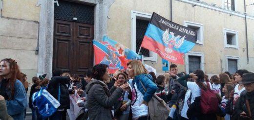 Митинг солидарности с жителями Луганской и Донецкой Народных Республик в столице Италии, Риме организовали профсоюзы этой страны, давно выражающие поддержку сражающемуся Донбассу с бандеровским Киевом.
